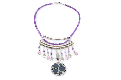 COLLIER PENDENTIF EMAILLE mauve