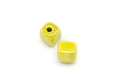 ceramic cube 12mm greenish yellow x25pcs