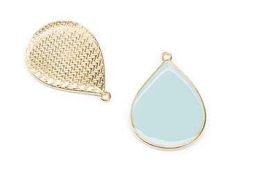 enamelled golden drop pendant aqua 32x23mm x5pcs
