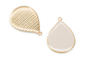 gold enamelled drop pendant ivory 32x23mm x5pcs