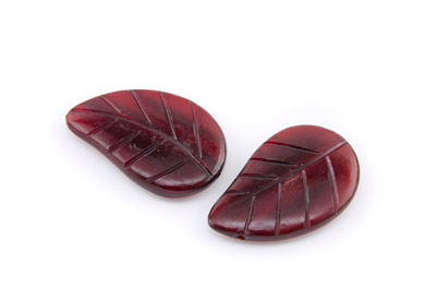 red horn leaf 40x25mm x1 std (approx 10pcs)